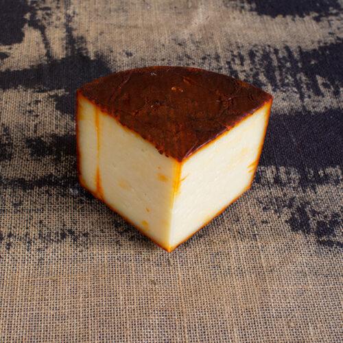 queso de oveja semicurado con pimentón
